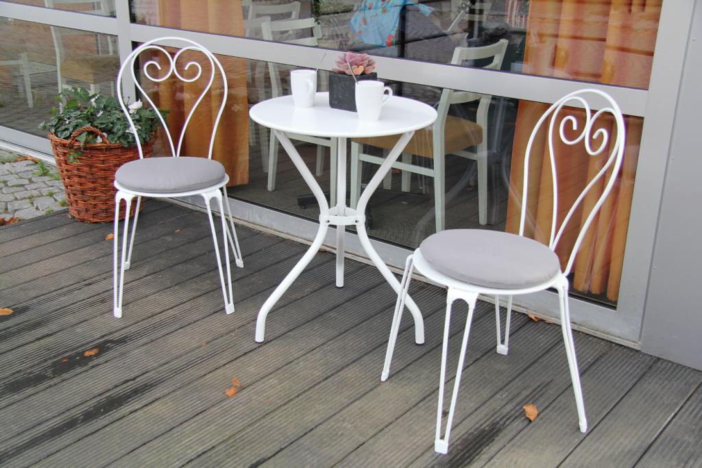 Odessa café set vit Hultarps Inne & Utemöbler